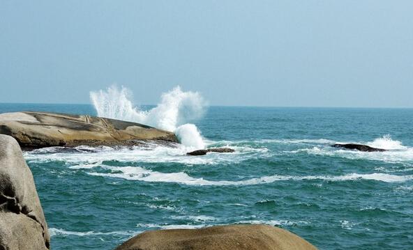红海湾滨海旅游度假区位于汕尾市南部遮浪半岛,旅游区最具魅力之处是