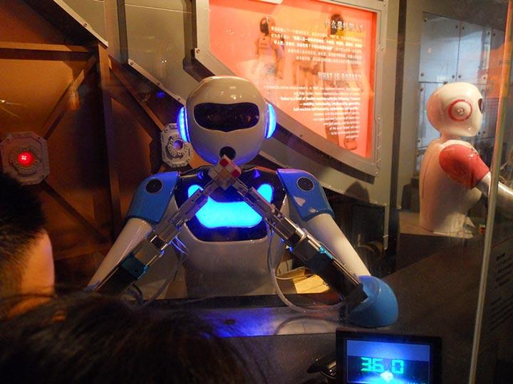 会动的机器人囹�a_自己做个会动的机器人,酷!