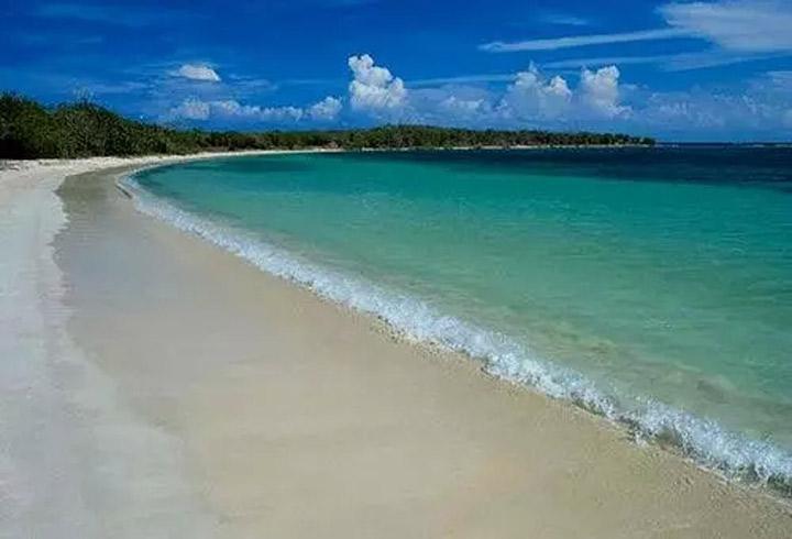 基湖沙滩位于泗礁景区的核心区域
