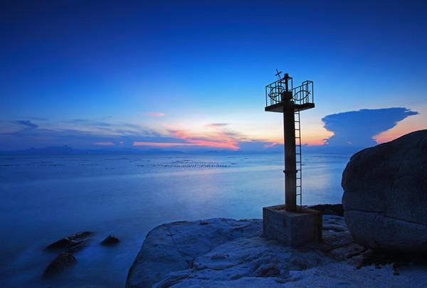 大鹿湾地处深圳南澳半岛西南部,属于三无沙滩.