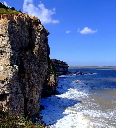 第一天:蓬莱阁景区-长岛九丈崖景区 第二天:长岛半月湾风景区-长岛