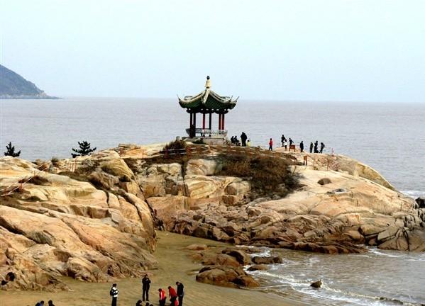 位于浙江省舟山市普陀区,是舟山群岛中的一个小岛,位于舟山
